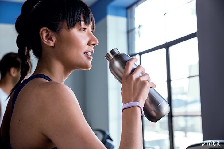 Fitbit Flex 2 woman running on treadmill